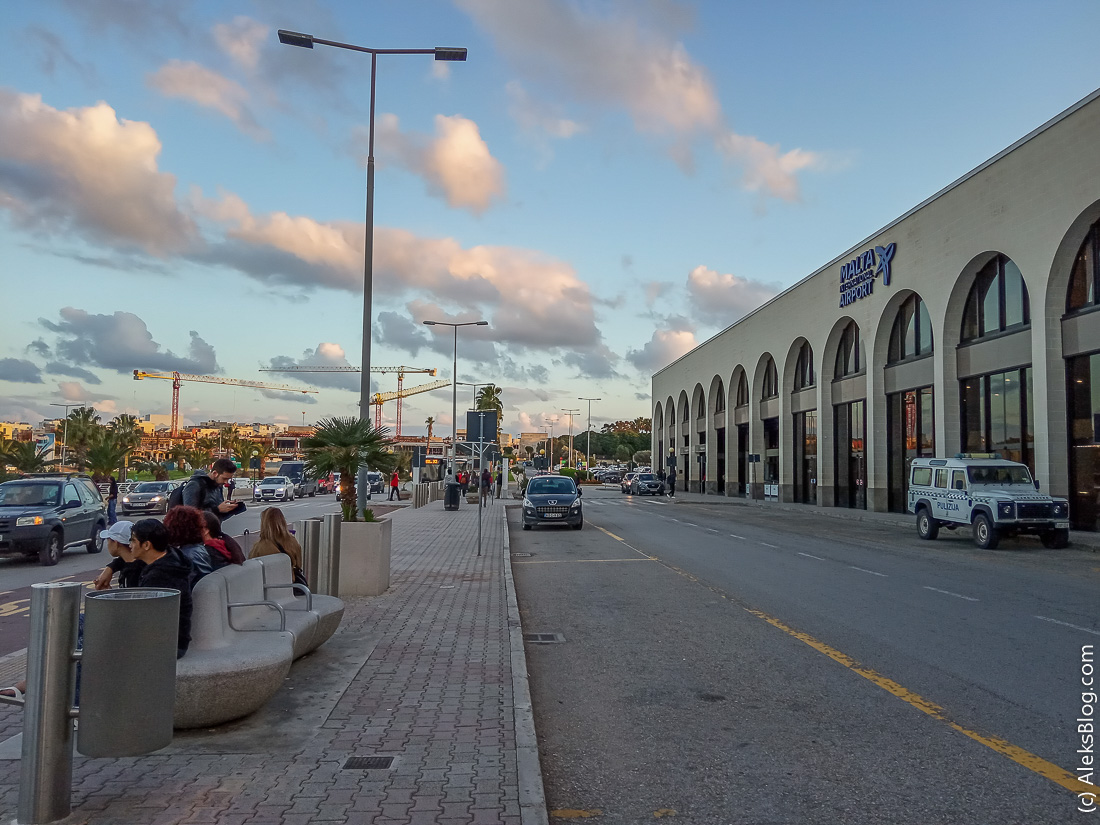 Аэропорт Мальты остановка автобусов